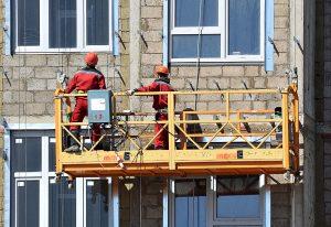Фасадные строительные подъемники: применение и преимущества