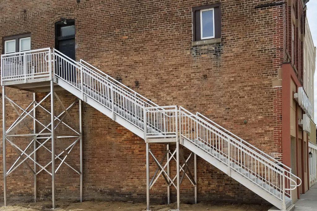 Особенности лестниц из металла